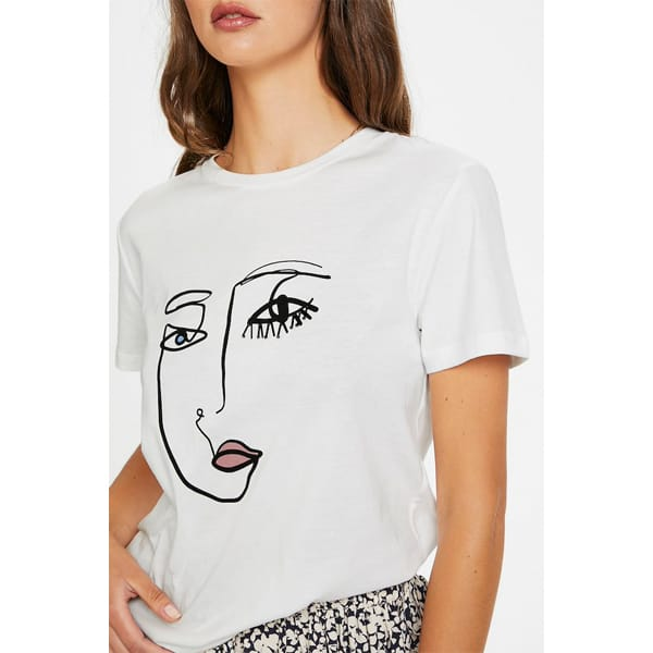 Soaked T-Shirt Lashes