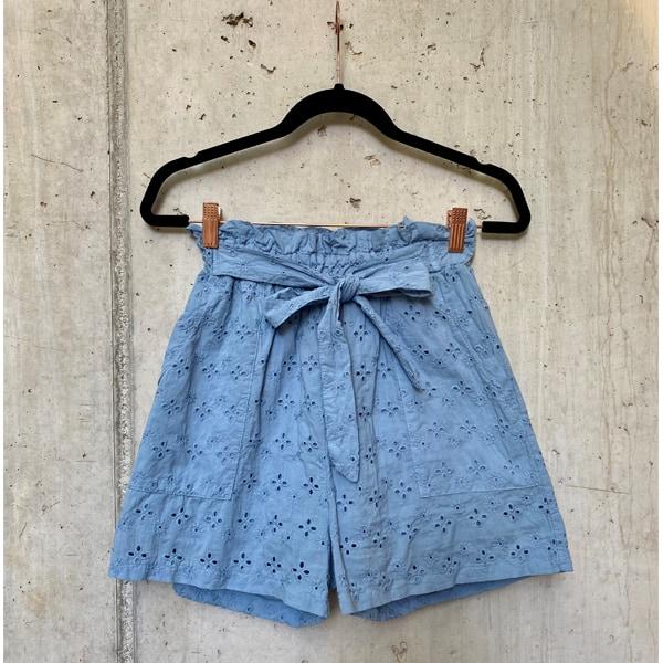 Flirt Shorts mit Lochstickerei